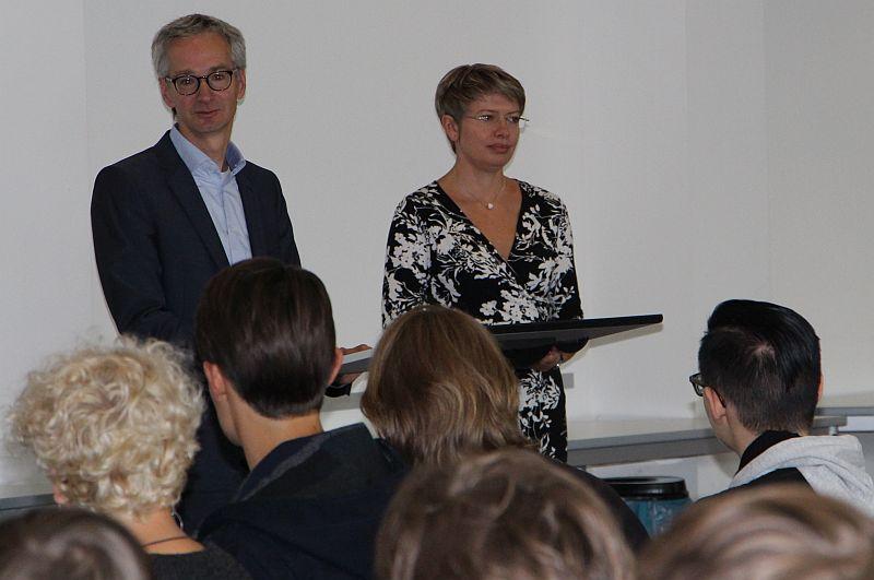 Herr Leopold und Frau Schmon bei der Ansprache