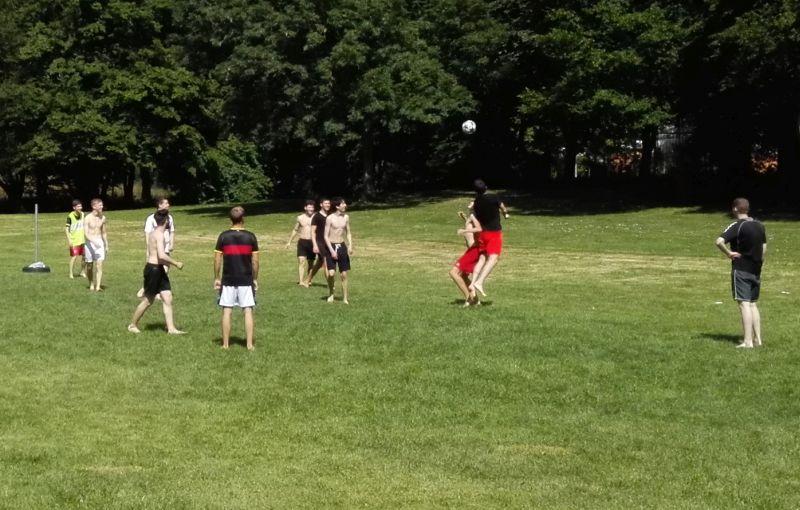 Fußball im Freibad Vaihingen