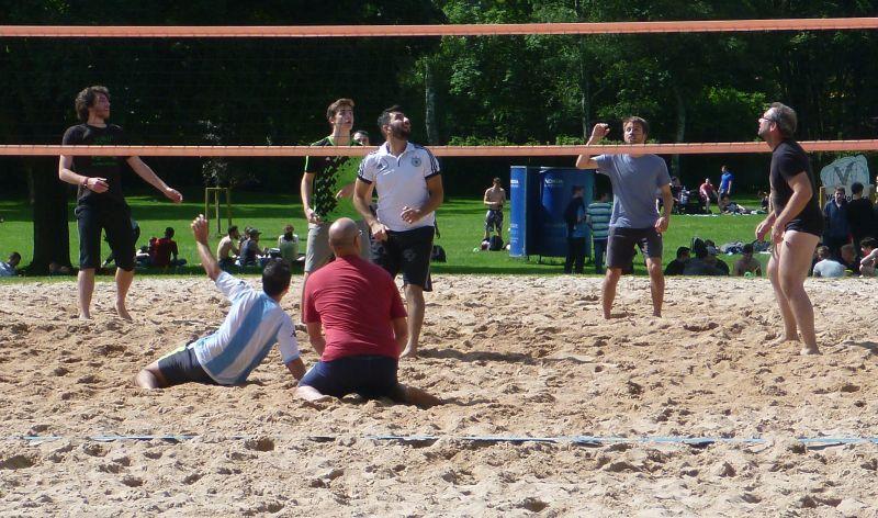Kampf um den Volleyball
