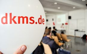 Schüler lassen sich bei der DKMS registrieren
